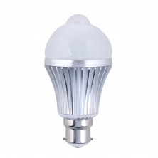 LED - Motion and Light Sensitive PIR LED Light Bulb - Automatic Motion Sensor Activated - B22 Bayonet Fit Energy Saving - Warm White