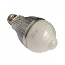 Pure White 8 watts LED Motion Sensor Light Bulb E26/E27 base 700 Lumens Built-in PIR Sensor